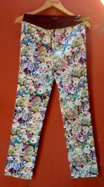Pantalon con estampado de flores