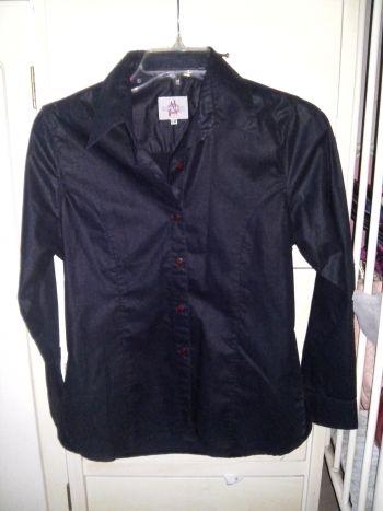 Blusa formal negra.