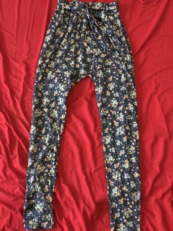 Pantalon pañalero floreado