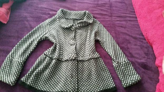 Abrigo corto negro con blanco