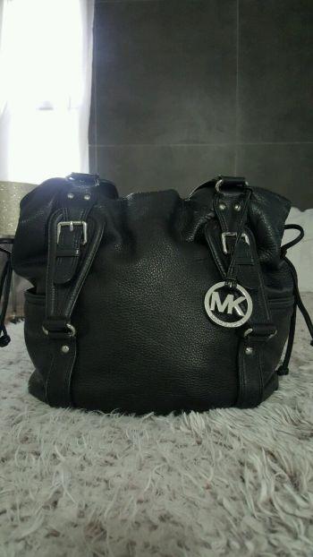 Bolsa de piel MK negro
