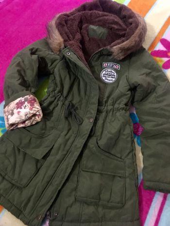 Parka con capucha verde militar