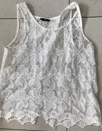 Blusa de flores transparente