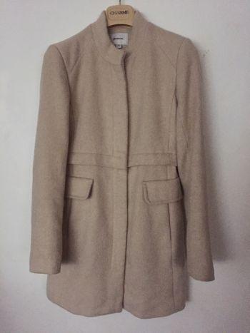 Abrigo beige con cierre
