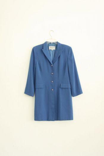 Abrigo  en color azul claro.