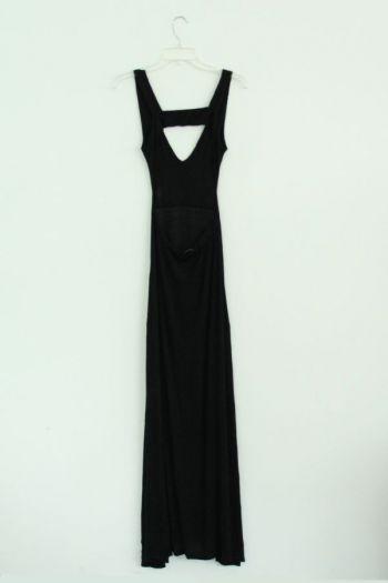 Vestido largo en color negro.