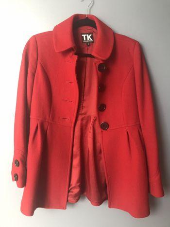 Abrigo rojo corte princesa