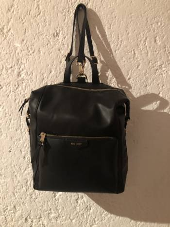 Backpack Nine West. APARTADO