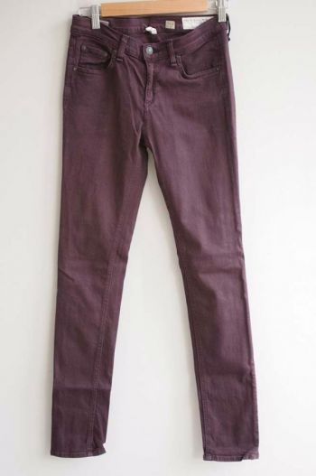 Jeans color vino