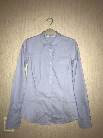 Camisa de botones color azul claro