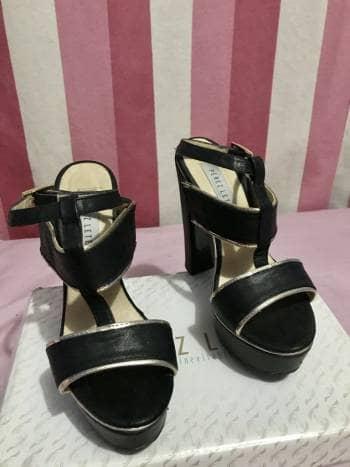 Zapatillas negro con dorado