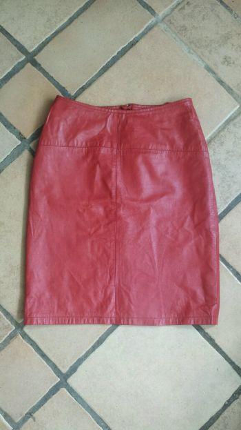 Falda lápiz de piel color rojo