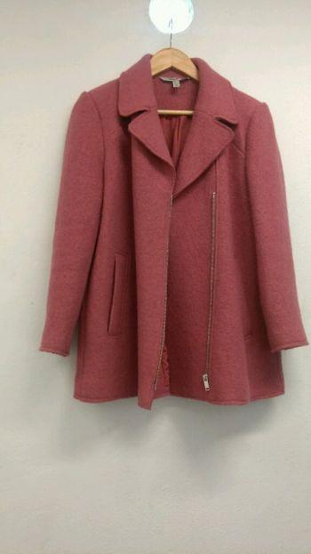 Abrigo de lana rosa talla L marca Zara