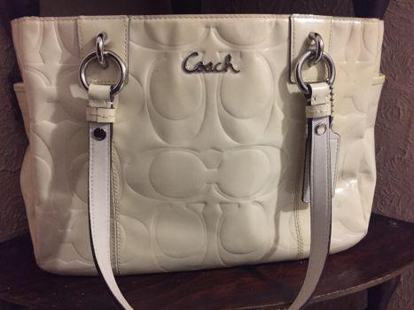 ✨ Bolsa Coach color blanco candy