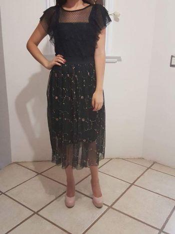 Falda midi mesh con bordado