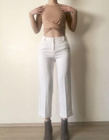 Pantalon blanco crop MANGO