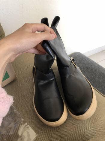Botas nuevas negras