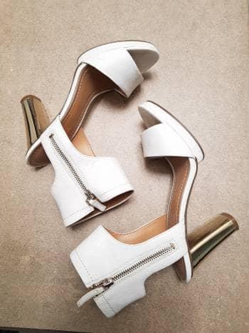 Sandalias blancas de tacón Nine West
