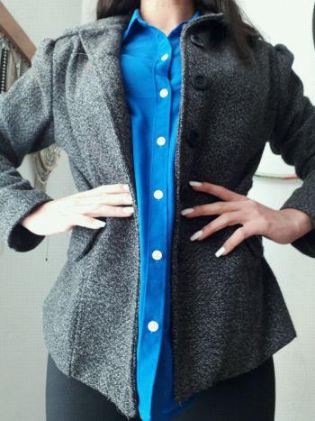 Abrigo corto de lana.
