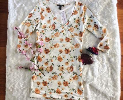 Vestido floral con escote en V