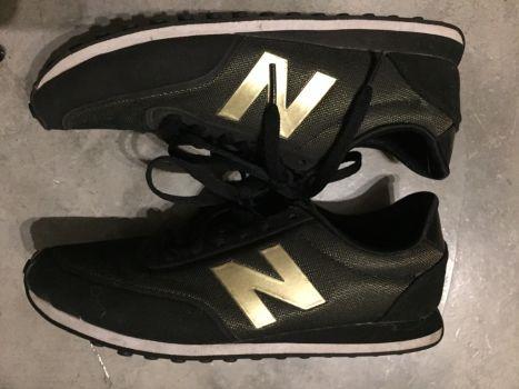 Tennis NB negro con dorado