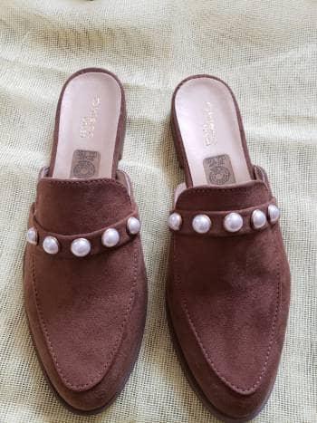 PARA GABRIELA.... Zapato de piso con perlas