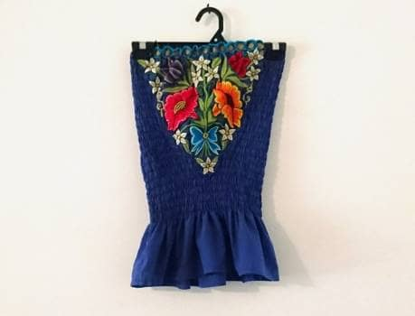 5b993cb151 Blusa azul bordada - GoTrendier - 798816