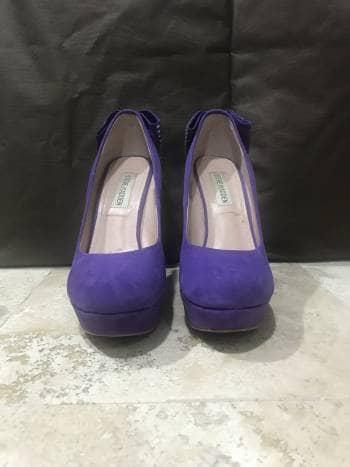 Zapatos morado con moño de pedrería