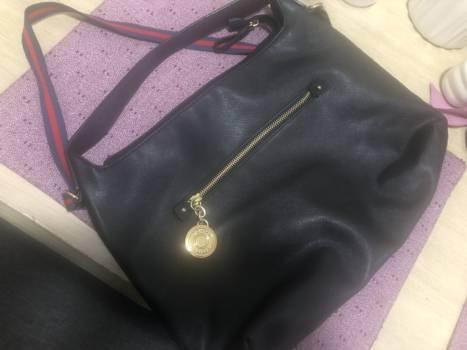 Preciosa bolsa Tommy hilfiger