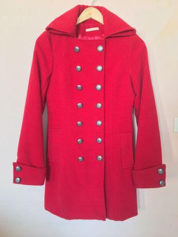 Abrigo rojo tipo militar