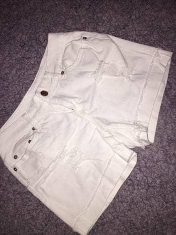 Shorts blancos rasgados