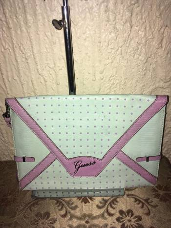 GUESS**CLUCH COLOR MENTA CON MORADO ORIGINAL
