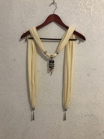 Bufanda con colgante de buho