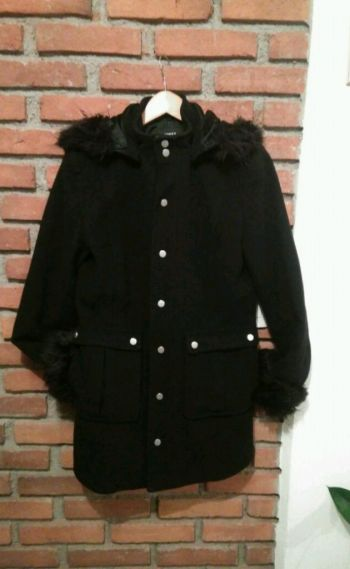 Abrigo negro marca Express Nuevo*