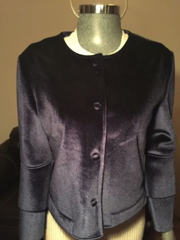 Abrigo corto marca ivonne terciopelo