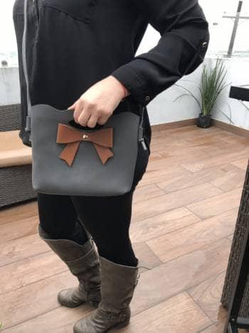 Bolsa cute gris con moño ?