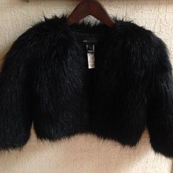 Abrigo corto de peluche