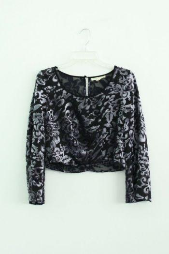 Blusa aterciopelada en color blanco y negro