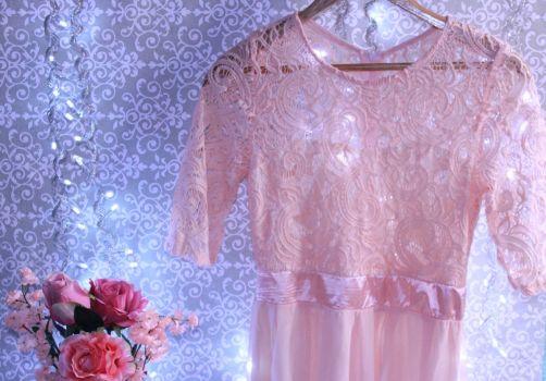 GRATIS Vestido rosa de encaje