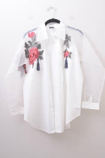 Camisa con mangas transparentes