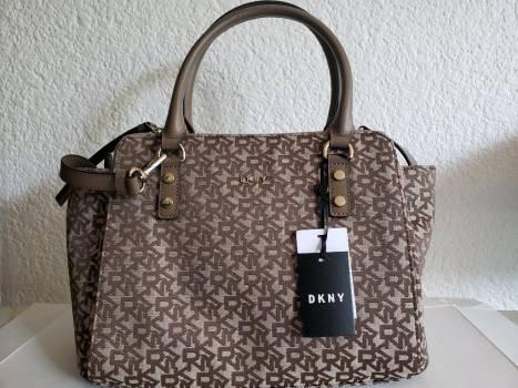 Bolso DKNY monograma