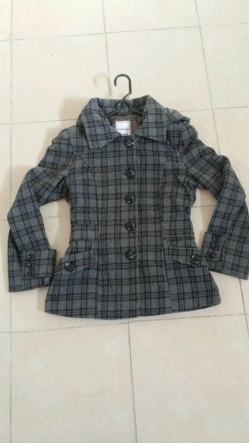 Abrigo gris con negro a cuadros