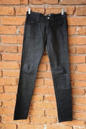 Jeans entubados oscuros
