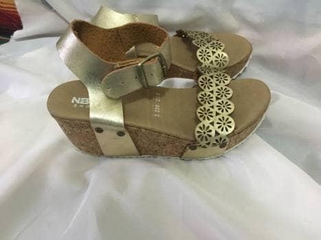 dfc11709a18 Sandalias doradas de plataforma - GoTrendier - 1256977