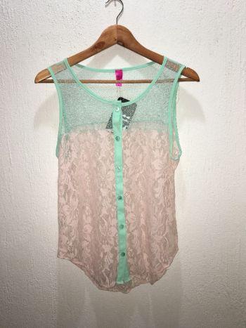 Blusa transparente de encaje color pastel
