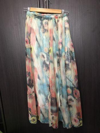 Falda larga o vestido floreada