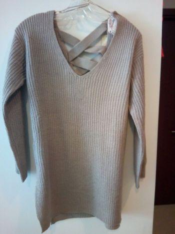 Suéter largo con diseño en espalda