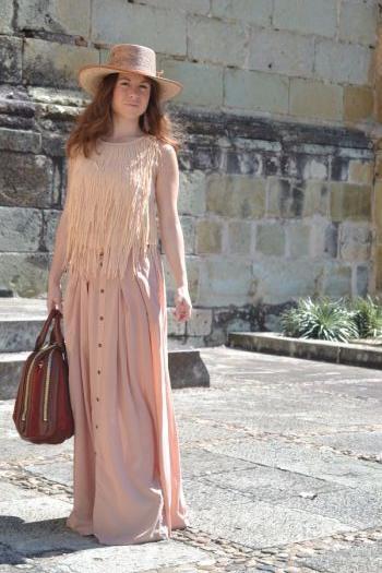 Falda larga en color rosa palo.