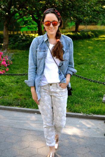 Jeans con estampado gris claro
