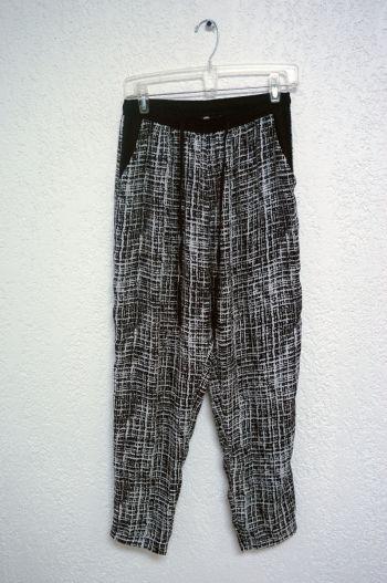 Pantalón blanco con negro